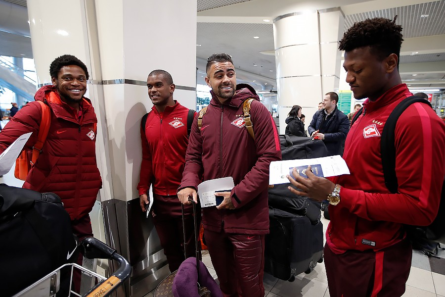 Spartak players fly to the first get-together